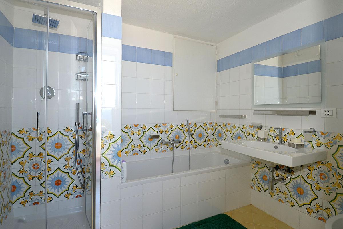 Vacanze ischia cucina e bagni villa aglaia ischia villa aglaia - Bagno la villa pinarella ...